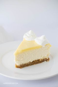 The BEST Lemon Cheesecake with Lemon Curd. The lightest, creamiest lemon cheesecake you'll ever try! Savory Cheesecake, Vanilla Bean Cheesecake, Lemon Cheesecake Recipes, Lemon Recipes, Cheap Clean Eating, Clean Eating Snacks, Savoury Cake, Other Recipes, Sweet Tooth