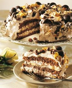 Suklaatäytekakku Baking Recipes, Cake Recipes, Dessert Recipes, Köstliche Desserts, Delicious Desserts, Finnish Recipes, Sweet Pastries, Pastry Cake, Sweet And Salty