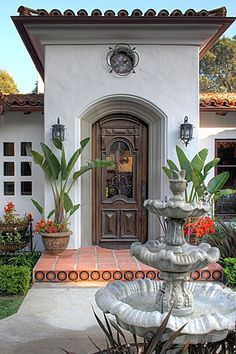 Spanish style homes – Mediterranean Home Decor House Exterior, Mediterranean Style Homes, Exterior Design, Front Door, Mediterranean Homes, Eclectic Front Doors, Spanish House, Spanish Style Homes, Colonial Style
