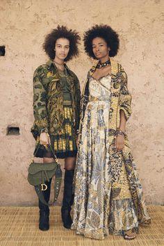 Dior Cruise Collection Toleranz, Respekt und Offenheit als neues Mindset. Source by ThimmHothCouture fashion 2020 trends Fashion 2020, Runway Fashion, Boho Fashion, High Fashion, Fashion Outfits, Womens Fashion, Fashion Design, Haute Couture Style, Dior Couture