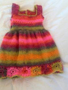 abitino bimba in lana lavorato ai ferri e uncinetto