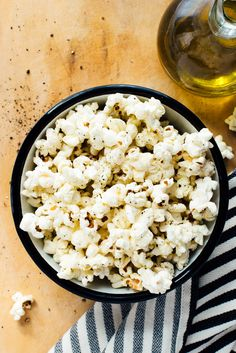 Learn how to cook perfect popcorn on the stove! Stovetop popcorn is a quick and irresistible snack, and it's so much healthier than microwave or movie theater popcorn! #popcorn #stovetoppopcorn