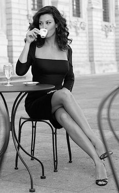 Crossed legs in a little black dress and high heels - Fashion Photography Photography Women, Fashion Photography, Vintage Photography, Pernas Sexy, Sexy Women, Mode Vintage, Belle Photo, Black And White Photography, Sexy Legs