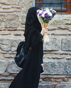 Image discovered by Mima Rosen. Find images and videos about hijab, Algeria and müslimah on We Heart It - the app to get lost in what you love. Muslim Women Fashion, Islamic Fashion, Beautiful Muslim Women, Beautiful Hijab, New Girl, Niqab Fashion, Fashion Muslimah, Girl Fashion, Hijab Cartoon