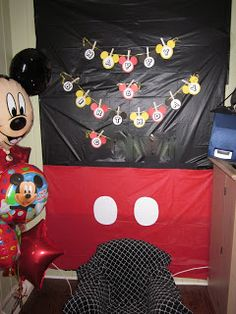 Would be cute for the classroom door and have the kids decorate mouse ears.