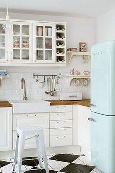 Retro-koelkast-in-de-keuken.jpg 500×751 pixels