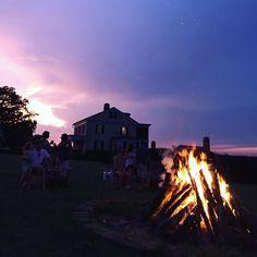 Summer family reunion at #mossmountainfarm enjoying a #bonfire 60 plus #cousinlove #naturally #fun #family #reunion #comeseeus #gardenhome #cousinsgalore