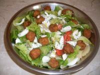 Vegyes saláta mini fasírttal Caprese Salad, Minion, Guacamole, Mexican, Ethnic Recipes, Food, Essen, Minions, Meals