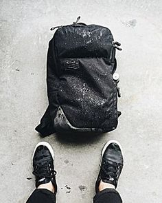 Seen here in the elements is the Set Laptop Backpack, made from a super durable Cordura fabric + leather trim and a custom print liner. Stylish and durable! #timbuk2 #t2setpack #timbuk2backpacks #t2packs