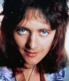 """#wattpad #de-todo Esta sección está dedicada a la perfección hecha en hombre: """"Roger Taylor"""" Admiremos la belleza y la sensualidad del baterista más sexy del universo ( ͡° ͜ʖ ͡°)❤  ¡Adelante, sean bienvenidas mis chicas traviesas! ( ͡° ͜ʖ ͡°)"""