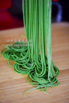 Spinach Noodles — Yankitchen Spinach Noodles, Egg Noodles, Spinach Juice, Frozen Spinach, Kitchenaid Stand Mixer, Food Coloring, Rolling Pin, How To Look Pretty, Things To Come