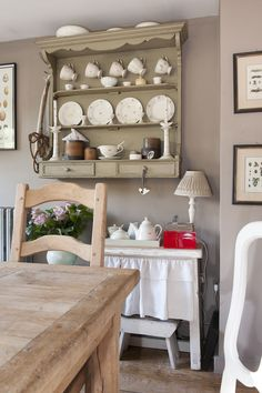 Wealden Times Treasure Trove 12 Cool Ideas Family Room Design Kitchen Shelves Cottage
