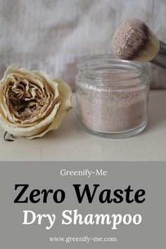 Low waste diy Zero Waste Dry Shampoo - Zero waste dry shampoo is so easy to make. Its also fantastic for giving your hair some much needed life between washes. Heres how to make your own homemade dry shampoo - using just three simple ingredients. Zero Waste, Homemade Dry Shampoo, Baking Soda Dry Shampoo, Natural Dry Shampoo, Diy Shampoo, Homemade Facials, Exfoliant, Homemade Beauty Products, Plastic