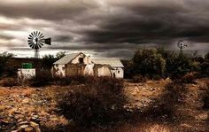 Karoo house Landscape Artwork, Landscape Photos, Love Pictures, Pictures To Paint, Derelict House, South Afrika, Old Windmills, Building Painting, Country Barns