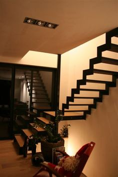 Open stalen trap met houten treden architect - Huis trap ...