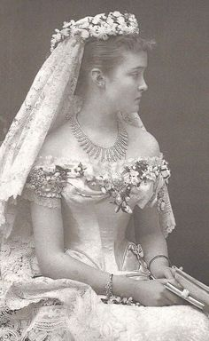 Immaculate fit to this bodice. Luise Margaret of Prussia, Duchess of Connaught wedding | Grand Ladies | gogm 1879