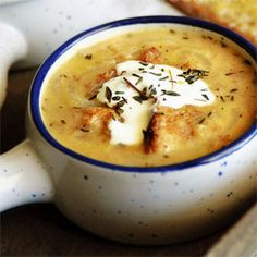 Sweet onion & bread soup - I swap out veg or mushroom broth anywhere it says chicken Bowl Of Soup, Soup And Salad, Onion Recipes, Soup Recipes, Bread Recipes, Bread Soup, Onion Bread, Winter Soups, Hot Soup