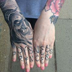 hand tattoo ideas (72)