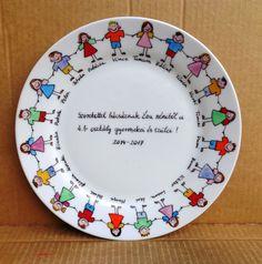 Tanítónéninek ballagási ajándék a búcsúzó osztálytól Decorative Plates, Diy, Tableware, Home Decor, Bricolage, Dinnerware, Decoration Home, Room Decor, Tablewares