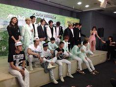 まとまってw RT @INFINITE7SOUL [PIC] 140606 Music Bank in Brazil PressCon - #인피니트 by IchibanPlayTV #6 Fighting! pic.twitter.com/AdgJfn5Msc
