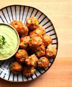 Football is usually synonymous with wings. Fried greasy nibbles, indigestion, and hangovers also typically go hand in hand with game day. For a healthy alternative to chicken wings, consider these spicy buffalo chicken meatballs that pack all of the. Buffalo Chicken Meatballs, Turkey Meatballs, Clean Eating, Healthy Eating, Yummy Food, Delicious Dishes, Yummy Recipes, Side Dish Recipes, I Love Food