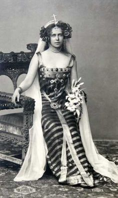 Crown Princess Marie of Romania dressed as Princesse Lointaine, Bucharest, 1896 (or maybe she was channeling Princess Leia) Vintage Glamour, Vintage Beauty, Romanian Royal Family, The Duchess Of Devonshire, Royal Blood, Casa Real, Royal Jewelry, Royal House, Queen Victoria