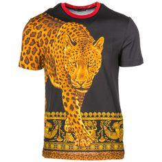 Shop Versace Leopard Animalier Print T-shirt and save up to EXPRESS international shipping! Versace T Shirt, Versace Men, T Shirt Vest, Herren T Shirt, Printed Shorts, Printed Cotton, Shirt Style, Long Sleeve Shirts, Mens Tops