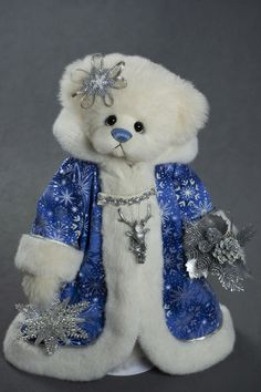 Snow Queen - about 19 inches - Dense German Alpaca. #artistbear #artistbears #teddybear #christmas #vickylougher Toy Corner, Bear Patterns, Teddybear, Snow Queen, Plushies, Bunnies, Bears, German, Toys