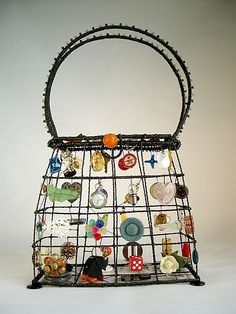 My Life as a Purse: Sally Prangley: Metal Purse - Artful Home Button Art, Button Crafts, Art Fil, Art Antique, Found Object Art, Assemblage Art, Wire Crafts, Recycled Art, Wire Art