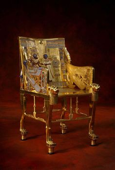 Descubre la historia del mueble con DueHome. Hoy te contamos el descubrimiento de los muebles del antiguo Egipto y otras curiosidades.