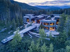 Award-winning architecture firm in Vail, Colorado specializing in mountain modern design. Come see why we're rated one of the best architects in Vail. Modern Mansion, Modern Castle House, Mansions For Sale, Mansions Homes, Luxury Homes Dream Houses, Dream House Exterior, Maine House, Modern House Design, Beautiful Homes