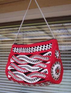 Marianne 558 Pop Top Crochet, Hand Crochet, Crochet Handbags, Crochet Purses, Bag Patterns To Sew, Crochet Patterns, Pop Tab Purse, Pop Can Tabs, Can Tab Crafts