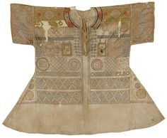 TALISMANIC SHIRT (JAMA) WITH EXTRACTS FROM THE QUR'AN AND PRAYERS, INDIA, DECCANI OR MUGHAL, 16TH OR EARLY 17TH CENTURY.