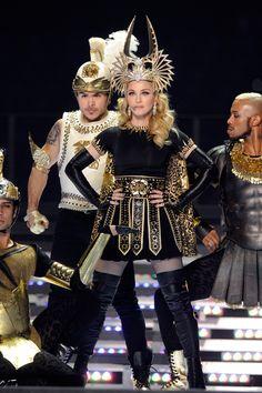 La chanteuse portait des costumes dessinés spécialement pour elle par Riccardo Tisci lors de son concert au Superbowl, le 5 février dernier à Indianapolis.