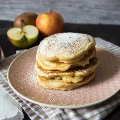 Polnische Apfel Pancakes, oder Placki z Jabłkami, sind mein ultimatives Comfort Food. Fuffig, lecker und schön süß - und schon bin ich wieder in meinen geliebten Masuren.