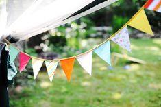 Un banderín de varios colores y dibujos queda precioso en casi cualquier evento! / A pennant banner with many colours and designs is lovely in almost any type of occasion!