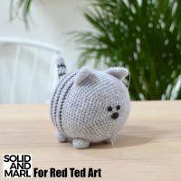 Mesmerizing Crochet an Amigurumi Rabbit Ideas. Lovely Crochet an Amigurumi Rabbit Ideas. Chat Crochet, Crochet Mignon, Crochet Cat Toys, Crochet Cat Pattern, Crochet Mittens, Crochet Pillow, Crochet Slippers, Crochet For Kids, Crochet Animals