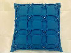 capa de almofada em Oxford com pérolas. Pode ser feita em cetim. Também em outras cores.