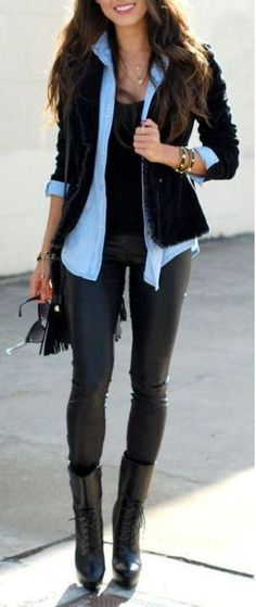 20 Ways To Wear Leather Leggings With Your Outfit There are so many ways to wear leather leggings with your outfit! Whether you love black leather, faux leather or bright pants, you will love these ideas! Legging Outfits, Leather Leggings Outfit, Leggings Fashion, Outfits With Leather Pants, Leggings Style, Boy Leggings, Black Pants Outfit, Free Leggings, Leather Skirts