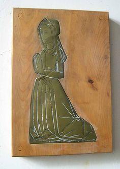 """""""""St Goran, Gorran, Cornwall. Unknown lady c1510"""""""""" ---------> Round bonnet over a paste."