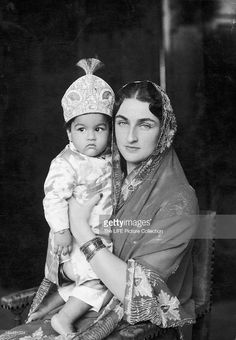 Various Vintage Photographs of Indian Mothers and their Children - Old Indian Photos Vintage India, Brunei, Royal Indian, History Of India, History Pics, Cultura General, India People, Vintage Bollywood, Historical Pictures