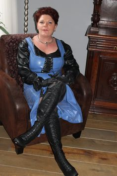 only leather clothed blowjob pictures - Bing images Latex Corset, Latex Dress, Pvc Catsuit, Latex Underwear, Pvc Skirt, Leather Bustier, Sexy Older Women, Rain Wear, Leather Fashion