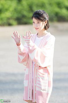 170428 IU arriving Music Bank by Dooooly Kpop Fashion, Korean Fashion, Korean Beauty, Asian Beauty, Suzy, Pretty Korean Girls, Tips Belleza, Korean Actresses, Celebs