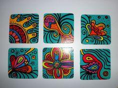 Posa vasos de Madera. Pintados a mano. Laqueados.<br /> Con felpa antideslizante.<br /> Animate y ponele color a tu mesa.