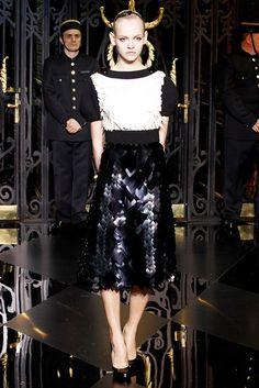 Louis Vuitton Fall 2011 Ready-to-Wear Fashion Show - Ginta Lapina (Women)