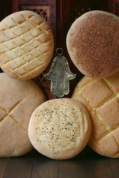A simple recipe for traditional Moroccan Bread - Khobz Kesra. Hearty and versatile, this bread can be made with white or whole wheat flour. Moroccan Bread, Moroccan Dishes, Moroccan Recipes, Moroccan Kitchen, Vegan Baking, Bread Baking, Pan Bread, Whole Wheat Flour, Artisan Bread