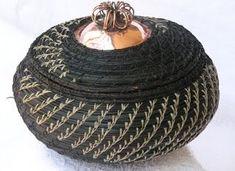 Florida Style by Kathryn Erickson: September 2009 Weaving Art, Hand Weaving, Pine Needle Crafts, Pine Needle Baskets, Florida Style, Pine Needles, Gourd Art, Pine Cones, Basket Weaving