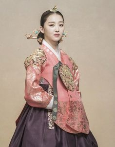 Korean Fashion – How to Dress up Korean Style – Designer Fashion Tips Korean Traditional Clothes, Traditional Fashion, Traditional Dresses, Oriental Dress, Oriental Fashion, Asian Fashion, Korean Dress, Korean Outfits, Korean Accessories