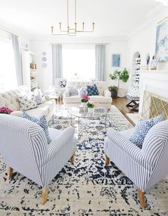 Looking for simple blue and white decor ideas? I GOT YOU. Here are the sources for this room and some of my favorite blue and white home decor finds that are SO AFFORDABLE! See all the sources here. New Living Room, Formal Living Rooms, Living Room Sofa, White Living Rooms, Blue Living Room Decor, Blue And White Living Room, Traditional House, Living Room Decor Traditional, White Home Decor