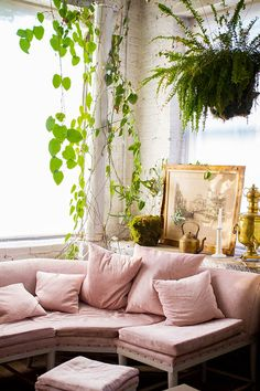 The Stylish Gypsy pink sofa / blush home decor / millennial pink / pastel pink / i have this thing with pink / pinch me i'm pink + house plants [boho vibes] Bohemian House, Boho, French Bohemian, Bohemian Decor, Room Inspiration, Interior Inspiration, Sunday Inspiration, Interior Exterior, Interior Design